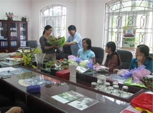 Nhân dịp kỉ niệm 84 năm ngày thành lập Hội liên hiệp phụ nữ Việt Nam (20-10-1930/20-10-2014), Ban giám hiệu gửi lời chúc mừng tới nữ cán bộ chủ chốt trong trường.
