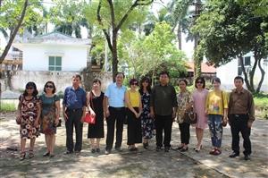 Cựu lưu học sinh Lào khóa 14 và học sinh Việt Nam khóa 13 - 17 về thăm trường