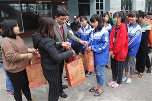 Tặng quà tết cho học sinh, sinh viên Xuân Kỷ Hợi 2019